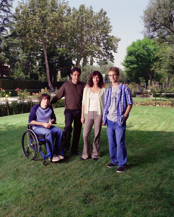 (1. Staffel) - Joans Familie: Vater Will (Joe Mantegna, 2.v.l.), Mutter Helen (Mary Steenburgen, 2.v.r.) und ihre Brüder Luke (Michael Welch, r.) u... - Bildquelle: Sony Pictures Television
