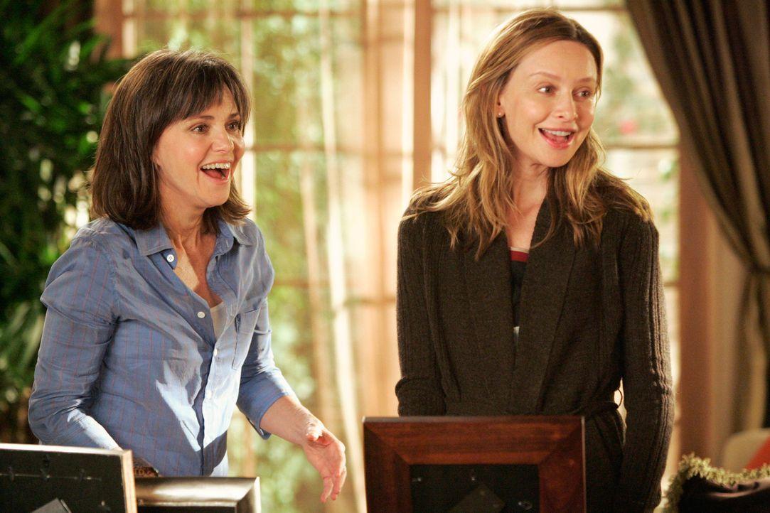 Ausgelassene Stimmung: Nora (Sally Field, l.) freut sich, Kittys (Calista Flockhart, r.) Hochzeit planen und organisieren zu dürfen... - Bildquelle: Disney - ABC International Television