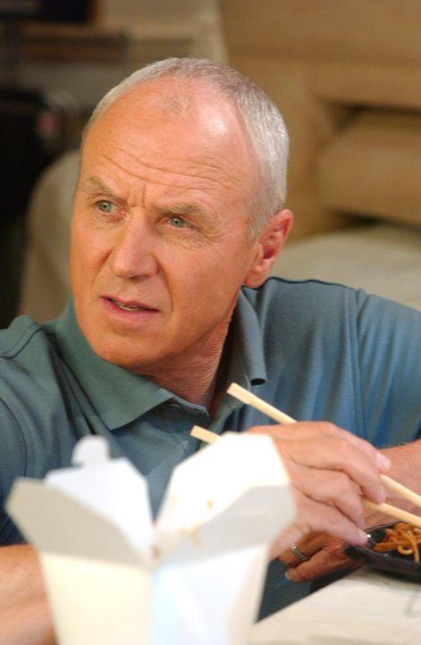 Die Cohens freuen sich darüber, dass Ryan Architekt werden will. Doch dann wird das gemeinsame Essen mit Caleb (Alan Dale) unterbrochen ... - Bildquelle: Warner Bros. Television