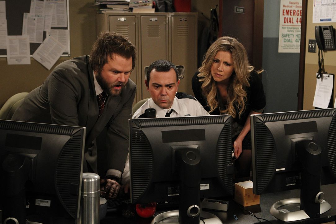 Was haben Larry (Tyler Labine, l.), Kate (Sarah Chalke, r.) und Nick (Joe Lo Truglio, M.) nur vor? - Bildquelle: CPT Holdings, Inc. All Rights Reserved.