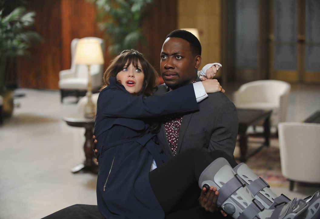 Die Verlobungsfeier von Cece und Schmidt verläuft nicht so reibungslos, wie Jess (Zooey Deschanel, l.) und Winston (Lamorne Morris, r.) hoffen ... - Bildquelle: Ray Mickshaw 2016 Fox and its related entities.  All rights reserved.