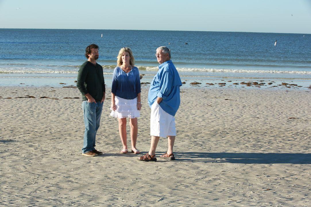 Werden Sage (l.), Kandace (M.) und Richard (r.) sich ein Haus direkt am Wasser wirklich leisten können? - Bildquelle: 2014,HGTV/Scripps Networks, LLC. All Rights Reserved