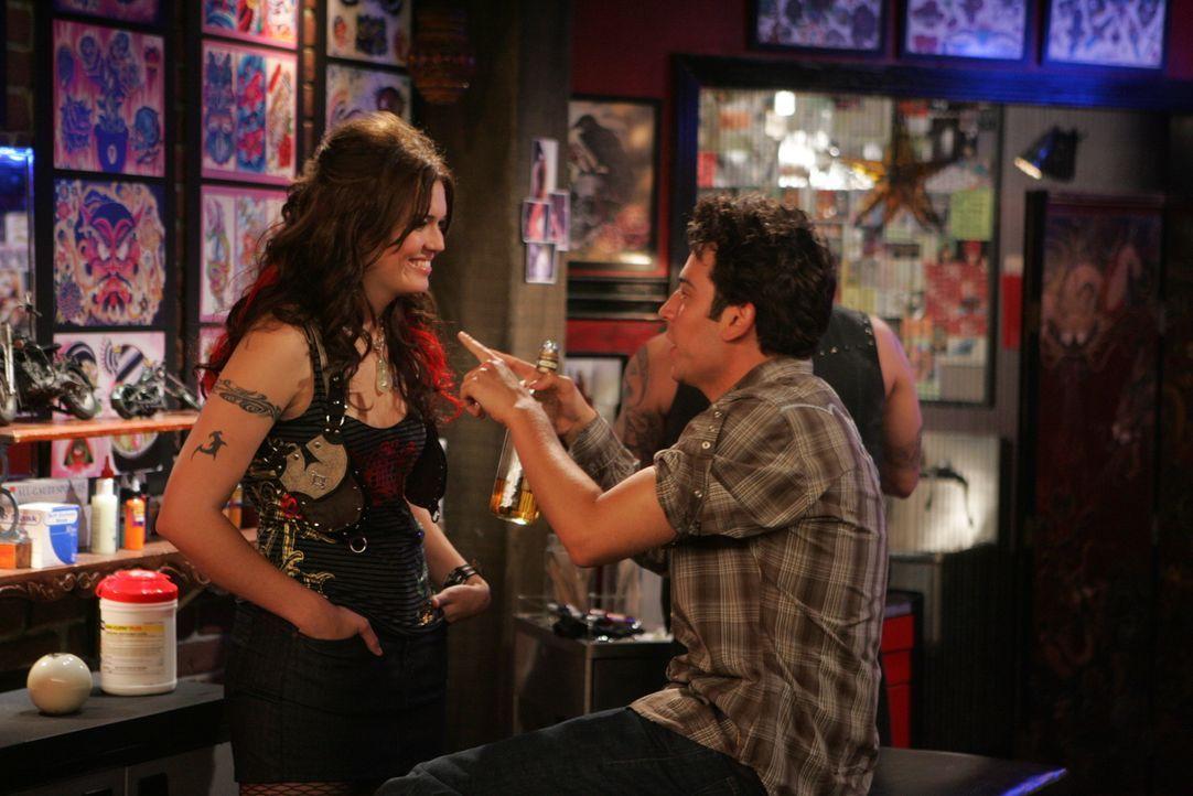 Als plötzlich Robin mit einem neuen Freund auftaucht, fühlt sich Ted (Josh Radnor, r.) als Verlierer der Trennung und macht sich deshalb auf die Suc... - Bildquelle: 20th Century Fox International Television