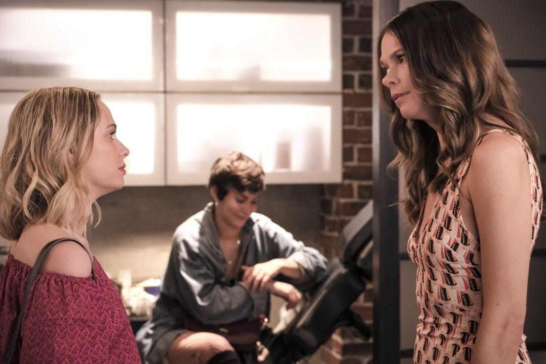 Caitlin Miller (Tessa Albertson, l.); Liza Miller (Sutton Foster, r.) - Bildquelle: Hudson Street Productions Inc 2018