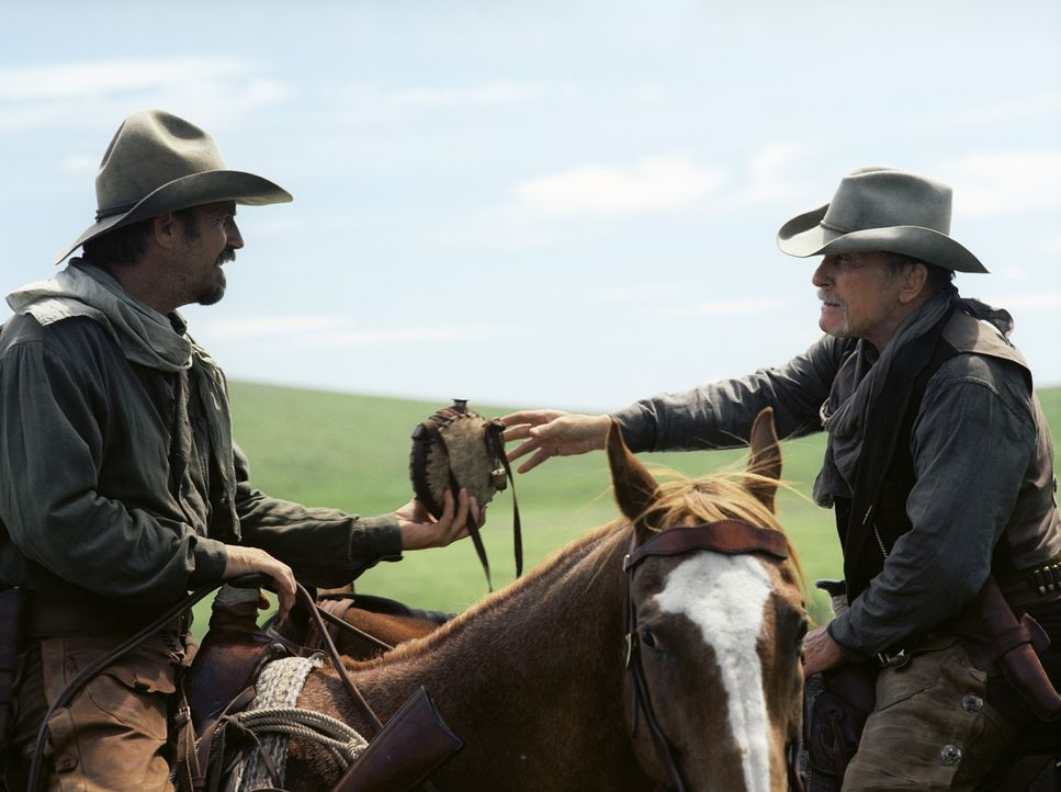 Lassen sich von Rancher Denton Baxter nichts gefallen: Boss (Robert Duvall, r.) und Charlie (Kevin Costner, l.) ... - Bildquelle: Touchstone Pictures