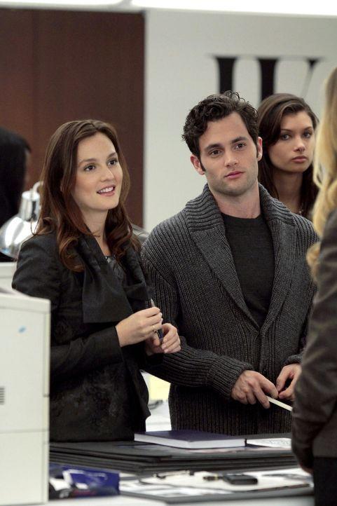 """Blair (Leighton Meester, l.) tritt ihren ersten Tag beim """"W""""-Magazin an und sie traut ihren Augen kaum: Mit ihr fangen fünf weitere Praktikanten an,... - Bildquelle: Warner Bros. Television"""