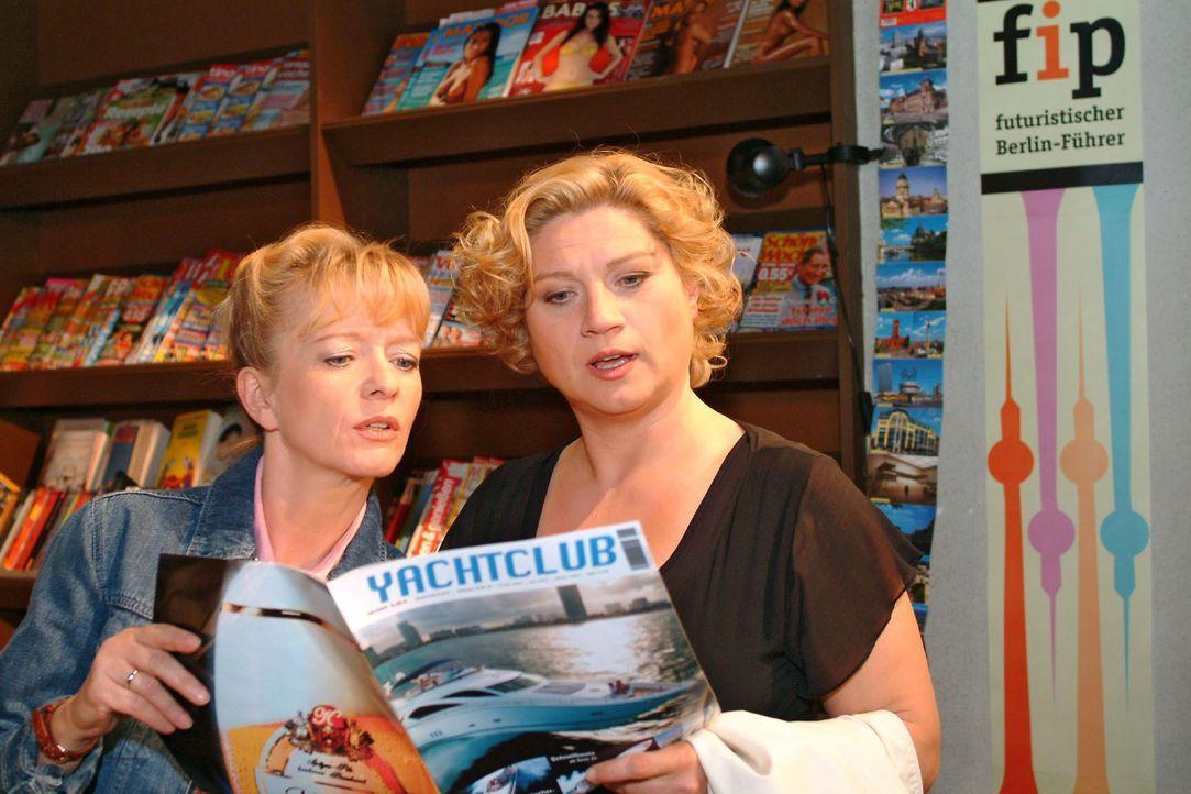 Agnes (Susanne Szell, r.) überredet Helga (Ulrike Mai, l.) dazu, endlich mal den Alltag hinter sich zu lassen und eine Bootstour zu machen. - Bildquelle: Monika Schürle SAT.1 / Monika Schürle