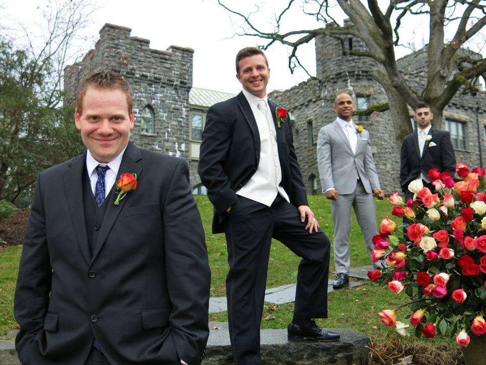 Wird Davids (l.) Hochzeit seine Konkurrenten John (2.v.l.), Ryan (2.v.r.) und Rick (r.) aus den Socken hauen? - Bildquelle: Richard Vagg DCL