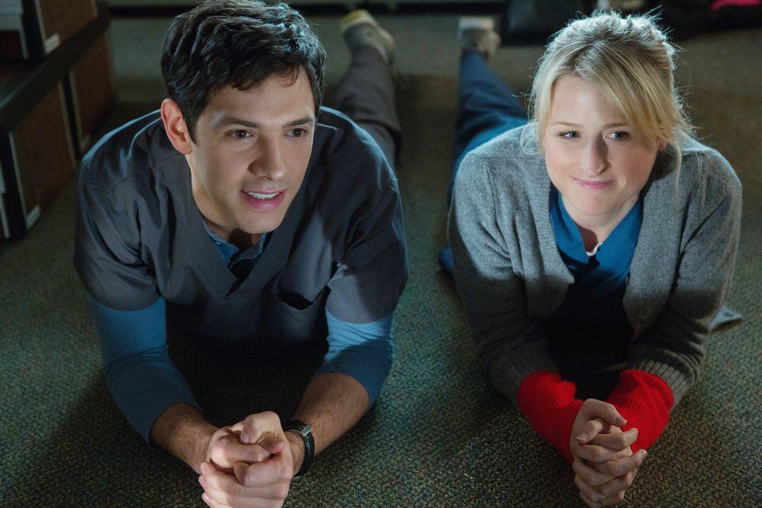 Emily (Mamie Gummer, r.) hat sich für Micah (Michael Rady, l.) entschieden, doch die Beziehung wird gleich zu Beginn von Problemen überschattet ... - Bildquelle: 2012 The CW Network, LLC. All rights reserved.