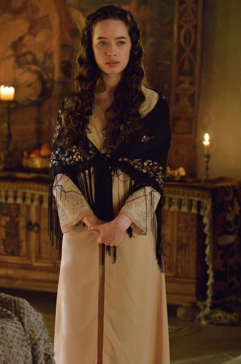 Lolas (Anna Popplewell) Besorgnis für ihr Kind ist groß, als feindliche Protestanten ins Schloss einfallen ... - Bildquelle: Ben Mark Holzberg 2014 The CW Network, LLC. All rights reserved.
