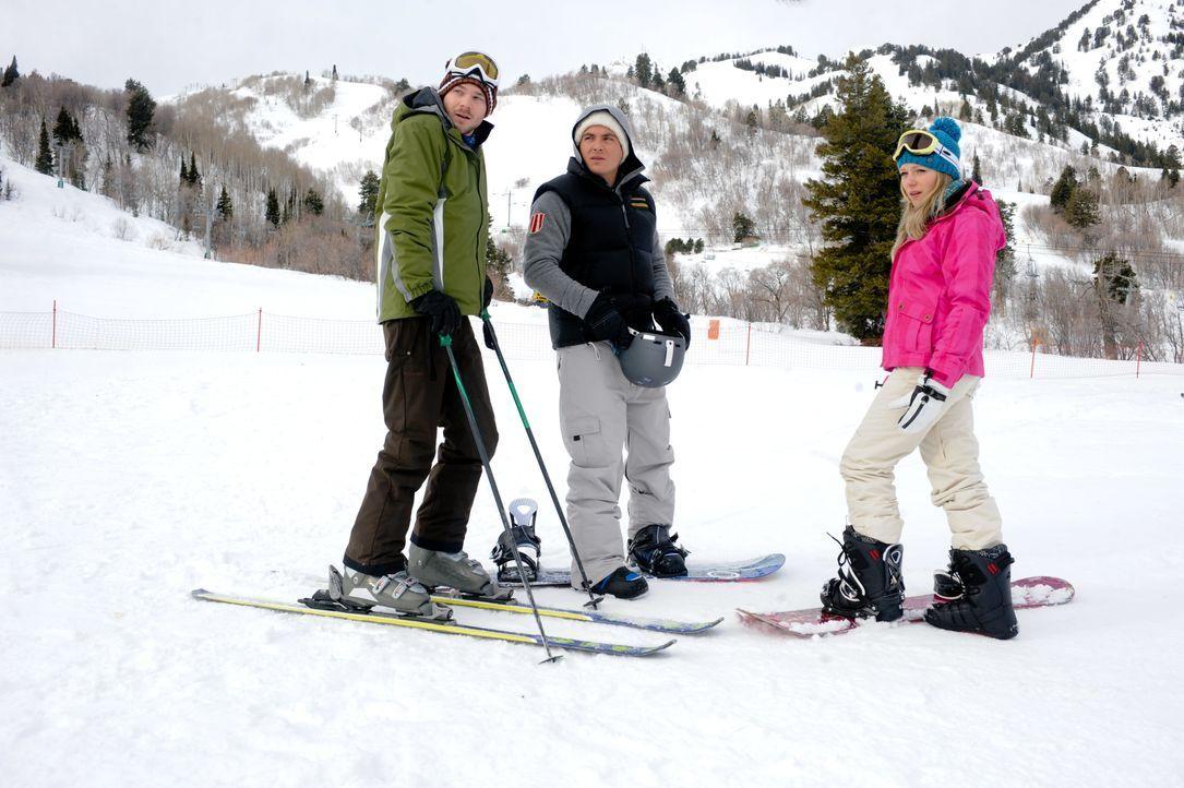 Während Joe (Shawn Ashmore, l.) und Dan (Kevin Zegers, M.) hervorragende Ski- und Snowboardfahrer sind, ist Parker (Emma Bell, r.) eine blutige Anfä... - Bildquelle: Fred Hayes Frostbite Features, Inc. / Fred Hayes