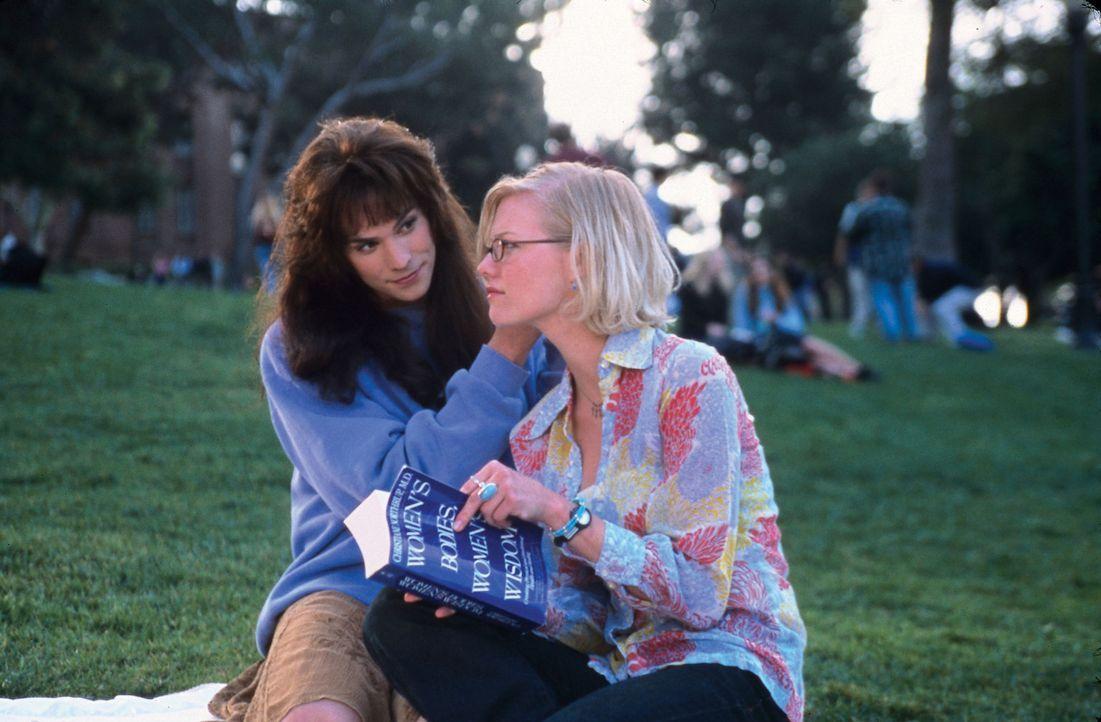 Noch ahnt Leah (Melissa Sagemiller, r.) nicht, dass Daisy (Barry Watson, l.) nicht die, für die sie sich ausgibt ... - Bildquelle: Touchstone Pictures