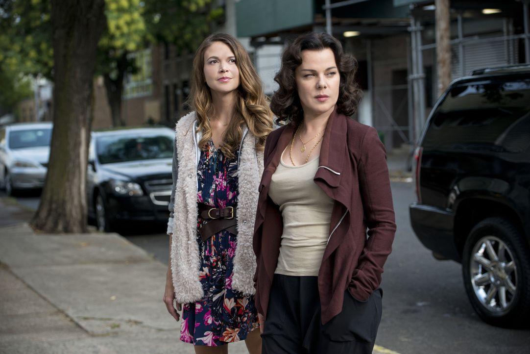 Liza (Sutton Foster, l.) vernachlässigt ihre beste Freundin Maggie (Debi Mazar, r.), nachdem sie in Kelseys jungen Freundeskreis aufgenommen wurde .... - Bildquelle: Hudson Street Productions Inc 2015