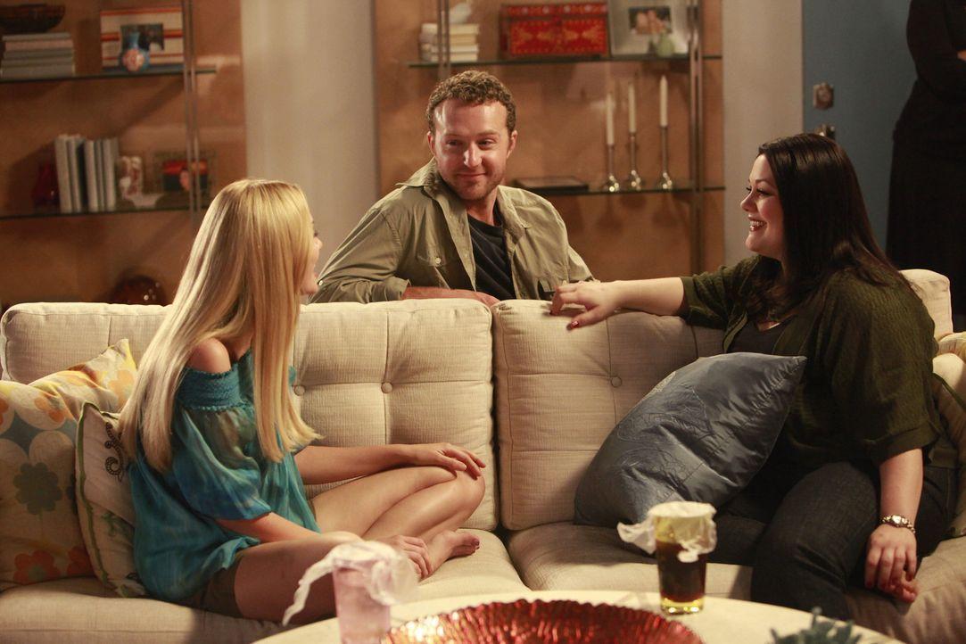 Während Jane (Brooke Elliott, r.) an einem heiklen Fall arbeitet, taucht zu ihrer und Stacys (April Bowlby, l.) Überraschung, Ethan (Devon Gummers... - Bildquelle: 2009 Sony Pictures Television Inc. All Rights Reserved.