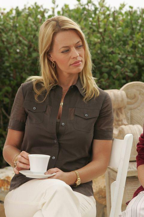 Was führt Charlotte (Jeri Ryan) im Schilde? - Bildquelle: Warner Bros. Television