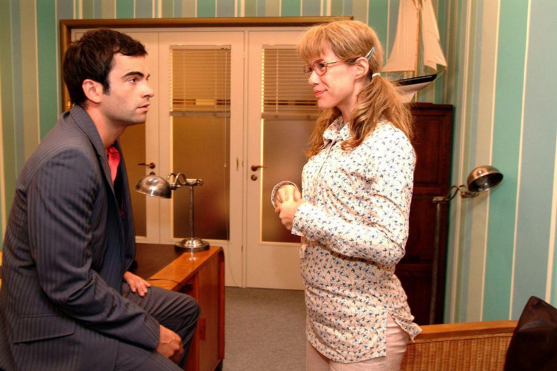 Telepathie! Lisa (Alexandra Neldel, r.) freut sich, dass sie und David (Mathis Künzler, l.) eine ganz besondere Verbindung zueinander haben. (Diese... - Bildquelle: Monika Schürle Sat.1