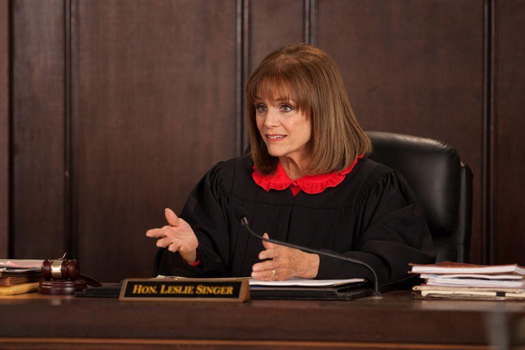 Es ist Zeit, ein Urteil zu fällen: Wie wird Richterin Leslie Singer (Valerie Harper) entscheiden? - Bildquelle: 2011 Sony Pictures Television Inc. All Rights Reserved.v