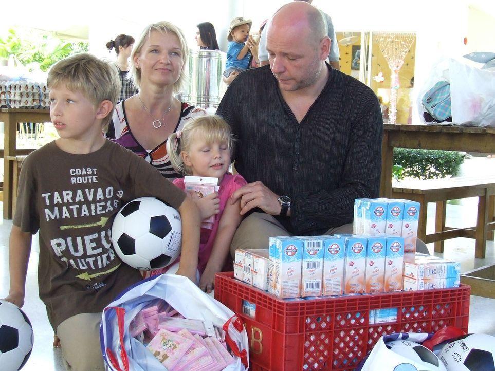 Holger Schwab (45) hat es geschafft. Seit 13 Jahren lebt er mit seiner Frau Helga Langer (38) und den beiden Kinder Tim (8) und Alisa (4) in Thailan... - Bildquelle: kabel eins