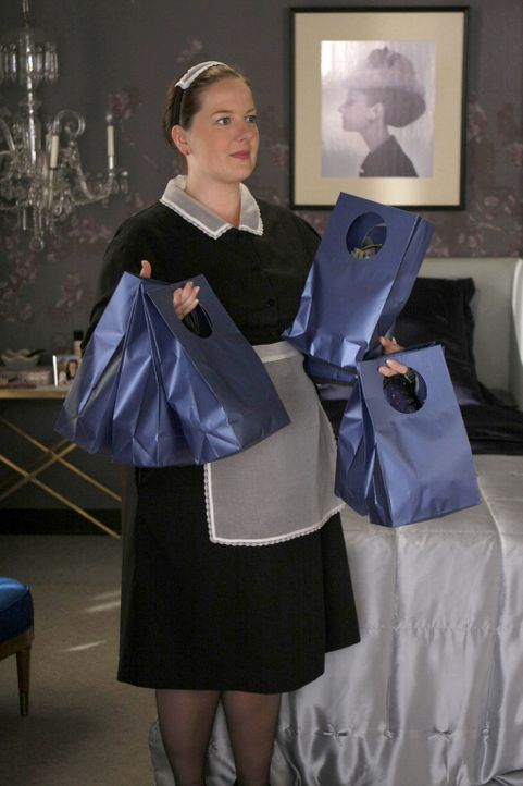 Dorota (Zuzanna Szadkowski) hat kleine Geschenktäschchen zusammengestellt, mit denen Blair sich Freundschaften erkaufen will ... - Bildquelle: Warner Brothers