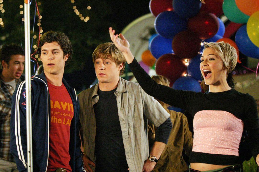 Anna (Samaire Armstrong, r.) hat ein Auge auf Seth (Adam Brody, l.) geworfen, doch der versucht mit allen Mitteln bei Summer zu landen ... - Bildquelle: Warner Bros. Television