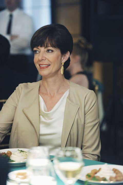 Nachdem sie einen richtig netten Abend mit ihrem Sohn verbracht hat, hat man zum allerersten Mal das Gefühl, dass Crystal (Allison Janney) wirklich... - Bildquelle: Sony Pictures Television Inc. All Rights Reserved.
