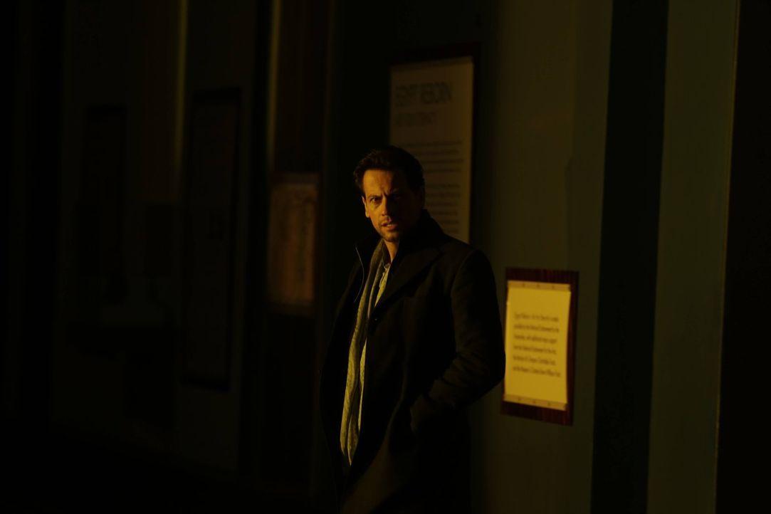 Um gegen Adam eine richtige Chance zu haben, muss Henry (Ioan Gruffudd) etwas besorgen, was ihn in große Schwierigkeiten bringen kann ... - Bildquelle: Warner Bros. Television