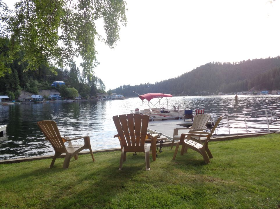 Arrowhead Cottage hat zwar keinen Strand, aber bietet mit seiner direkten Lage am See die Möglichkeit zum Fischen ... - Bildquelle: 2015,HGTV/Scripps Networks, LLC. All Rights Reserved