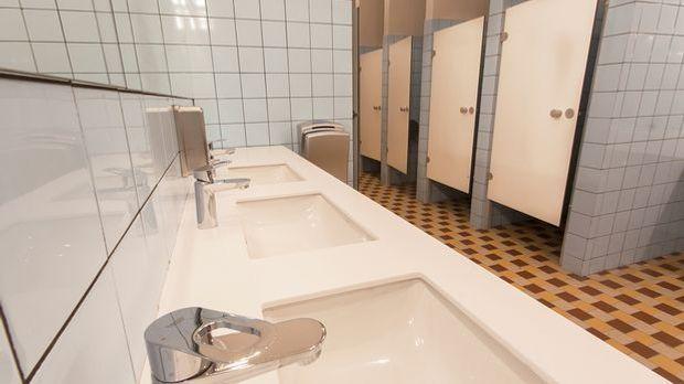 Viele Menschen meiden öffentliche Toiletten – Sauberkeit geht für sie vor und...