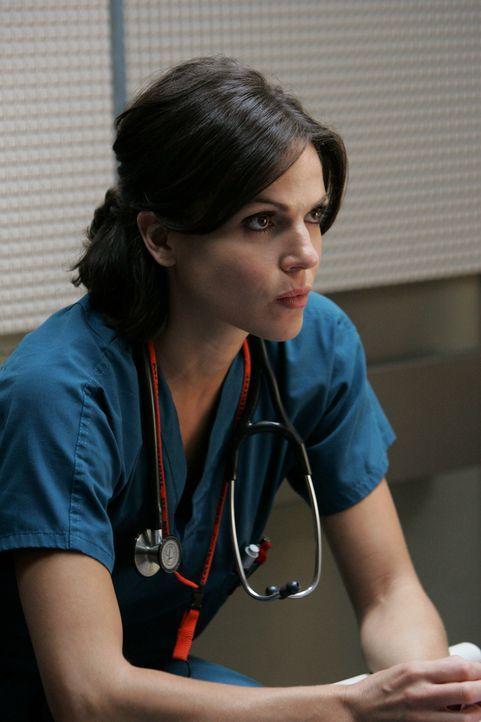 Hofft auf die Stelle der Leiterin des Chirurgenteams: Dr. Eva Zambrano (Lana Parilla) ... - Bildquelle: Warner Brothers