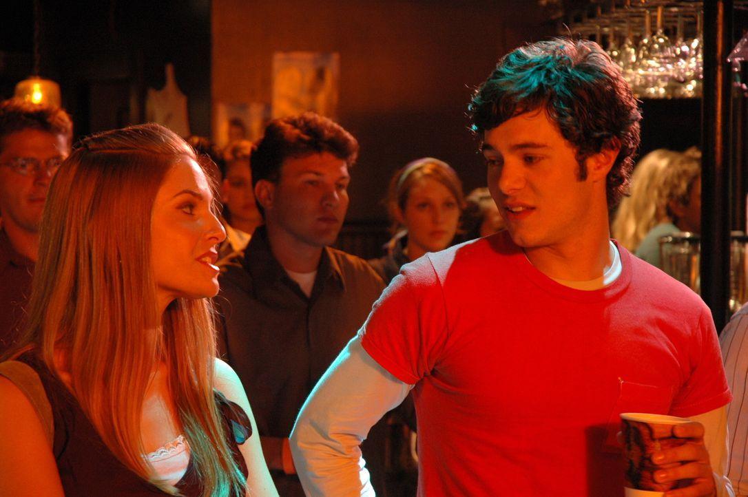 Die Dates zwischen Alex und Ryan und Seth (Adam Brody, r.) und Lindsay (Shannon Lucio, l.) laufen im 'Bait Shop' alles andere als gut, da Ryan und S... - Bildquelle: Warner Bros. Television