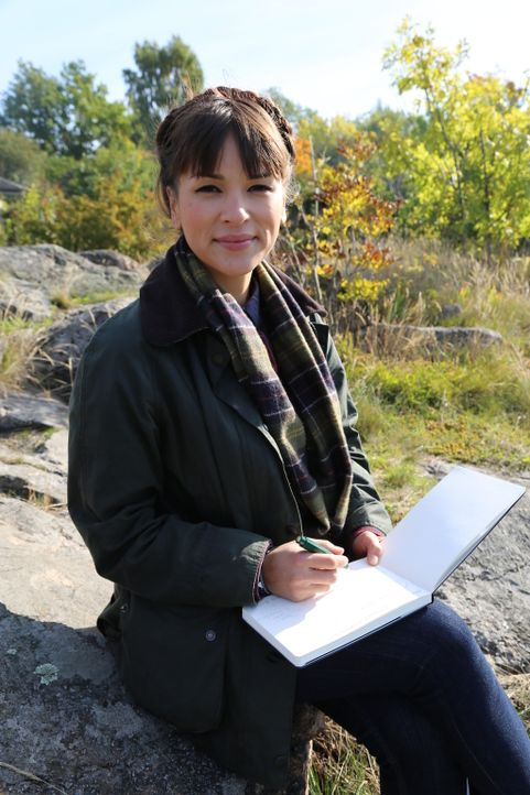 In Skandinavien wird Rachel von der wunderschönen Landschaft sofort in Beschlag genommen ... - Bildquelle: Richard Hall BBC 2014