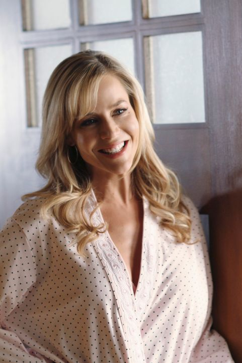 Ahnt noch nicht, dass sich Katherine zu ihr hingezogen fühlt: Robin (Julie Benz) ... - Bildquelle: ABC Studios