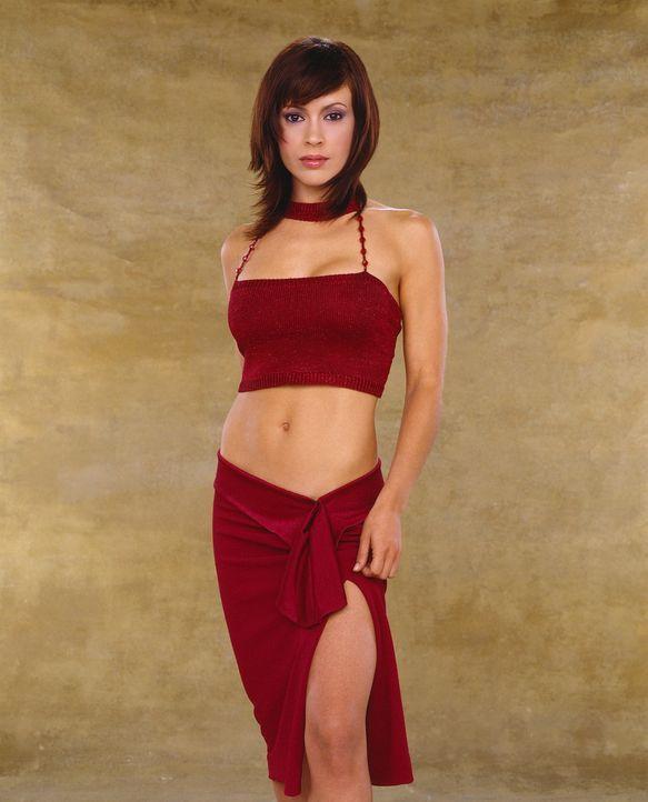 (5. Staffel) - Phoebe (Alyssa Milano) versteht es ausgezeichnet, nicht nur ihre Zauberkräfte, sondern auch die Waffen einer Frau einzusetzen  - Bildquelle: Paramount Pictures