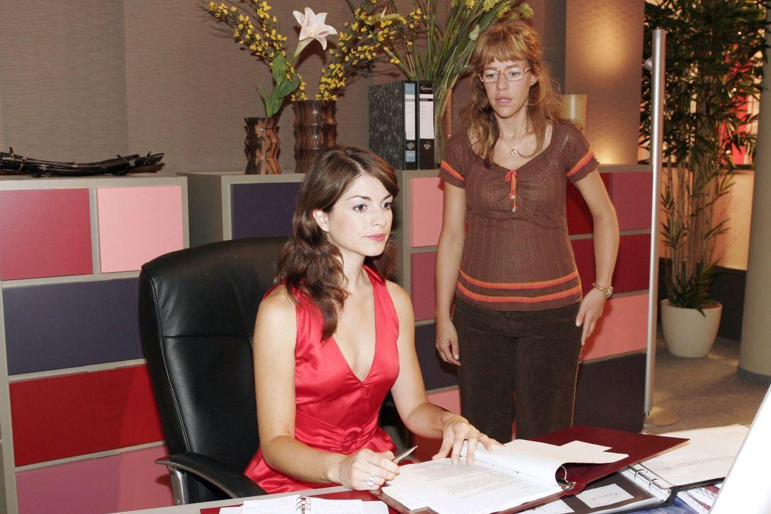 In der fälschlichen Annahme, dass Mariella (Bianca Hein, l.) nicht hinter ihrem gemeinsamen Vorhaben steht, vermasselt die aufgebrachte Lisa (Alexan... - Bildquelle: Noreen Flynn SAT.1 / Noreen Flynn