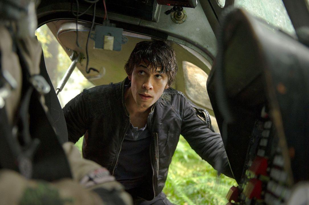 Bellamy (Bob Morley) erkennt, dass seine selbst kreierte Welt  doch nicht außerhalb der Reichweite des Rates liegt und trifft eine Entscheidung ... - Bildquelle: Warner Brothers