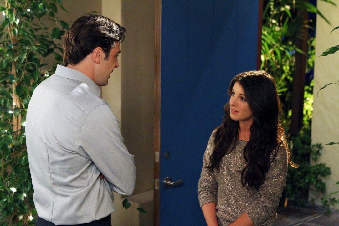 Annie (Shenae Grimes, r.) hat keine Lust mehr nach Patricks (Chris McKenna, l.) Pfeife zu tanzen und beendet die Beziehung ... - Bildquelle: 2011 The CW Network. All Rights Reserved.
