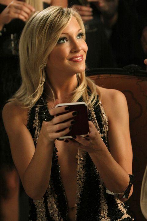 Auf das Geburtstagskind Ella (Katie Cassidy) warten noch viele Überraschungen... - Bildquelle: 2009 The CW Network, LLC. All rights reserved.