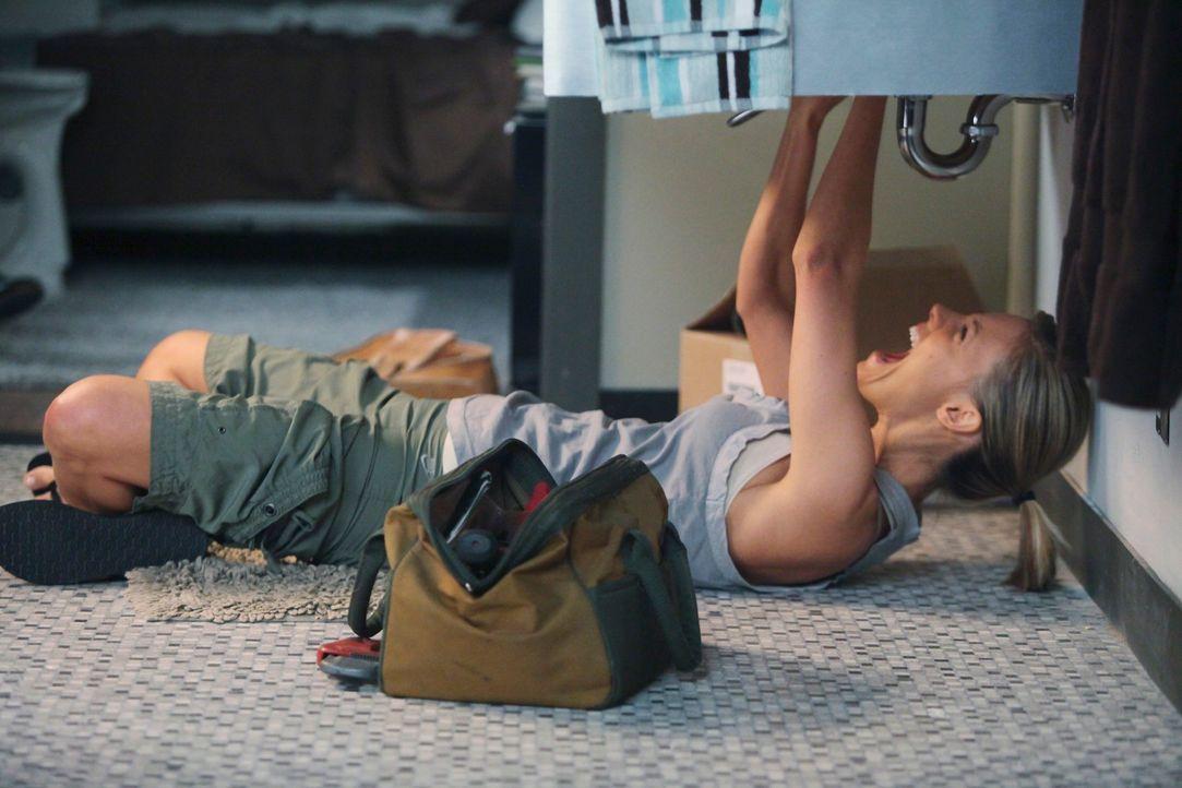 Fühlt als Versagerin, da sie seit Beginn ihrer Praxis vor zwei Wochen noch keinen einzigen Patienten hatte und versucht sich mit Klempnerarbeiten ab... - Bildquelle: ABC Studios