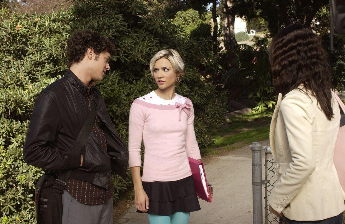 Anna (Samaire Armstrong, M.) ist es leid, dass Seth (Adam Brody, l.) sich mehr um Summer (Rachel Bilson, r.) kümmert, als um sie und beendet deshal... - Bildquelle: Warner Bros. Television