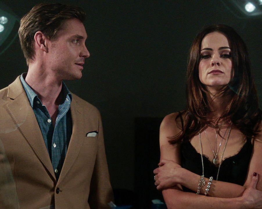 Eleanor (Alexandra Park, r.) stellt Robert (Max Brown, l.) zur Rede und macht ihm bewusst, dass es nicht sein Recht ist, sich in ihr Liebensleben ei... - Bildquelle: 2018 Lions Gate Entertainment Inc. All Rights Reserved.