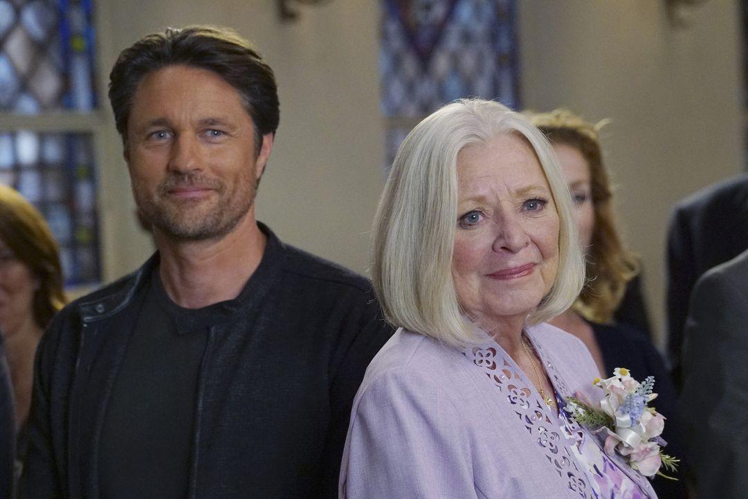 Nehmen an der Hochzeit von Owen und Amelia teil: Nathan (Martin Henderson, l.) und Evelyn (Debra Mooney, r.) ... - Bildquelle: Byron Cohen ABC Studios