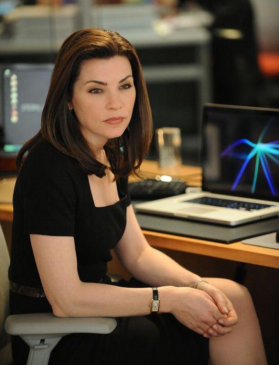 Über ihren Mann Peter und sich selbst findet Alicia (Julianna Margulies) bei Twitter verschiedene Eintragungen, die Insiderwissen voraussetzen. Wer... - Bildquelle: CBS Studios Inc. All Rights Reserved.