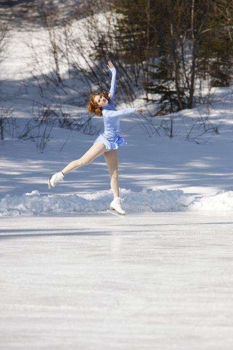 Eines Tages hat die blutjunge Eiskunstläuferin Lexi (Taylor Firth) einen schweren Unfall, der sie erblinden lässt. Während sie versucht, ihren Allta... - Bildquelle: 2010 Stage 6 Films, Inc. All Rights Reserved.