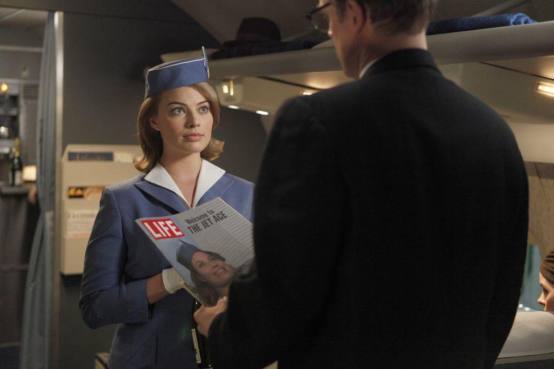 Ohne ihr Wissen hilft Laura Cameron (Margot Robbie, l.) ihrer Schwester Laura bei einem Auftrag der US-Regierung ... - Bildquelle: 2011 Sony Pictures Television Inc.  All Rights Reserved.