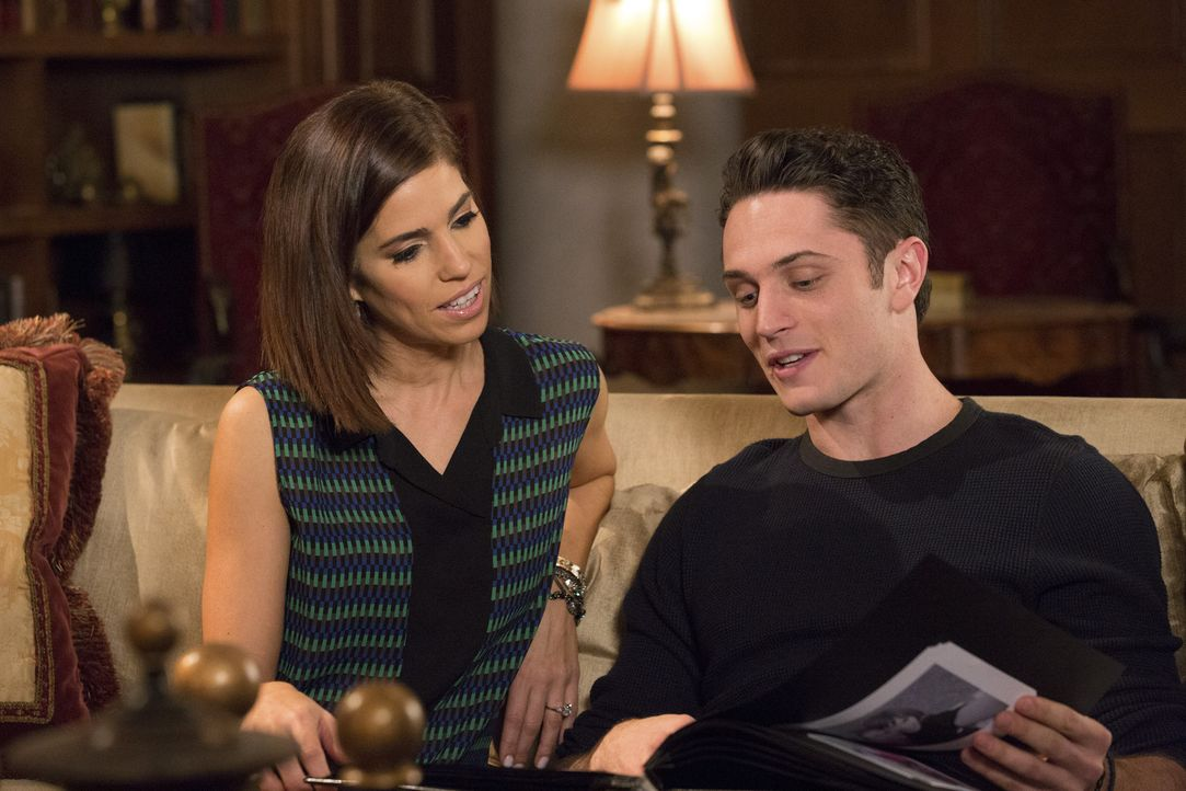 Als Marisol (Ana Ortiz, l.) Ethan (Colin Woodell, r.) auf das Liebesleben seiner Mutter anspricht, ist das nicht unbedingt das Thema, über das er mi... - Bildquelle: 2014 ABC Studios