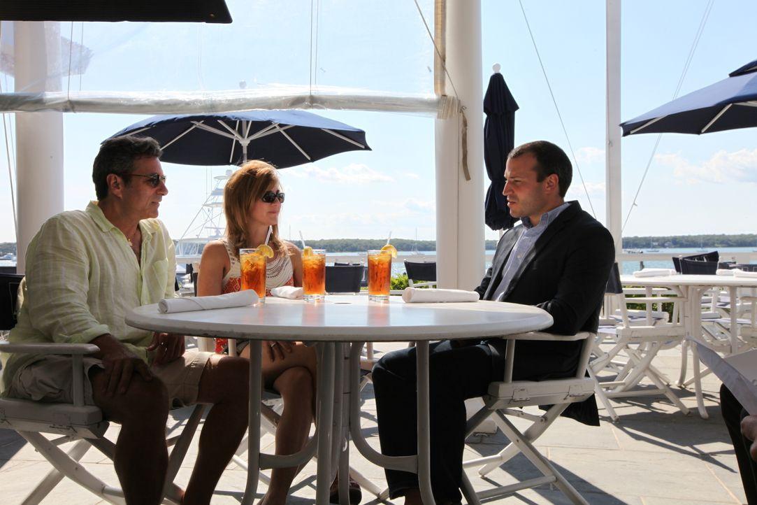 Um die Strandtradition der Familie aufrechtzuerhalten, suchen Alan (l.) und Jodi (M.) in den berühmten Hamptons nach einer Immobilie direkt am Wasse... - Bildquelle: 2013,HGTV/Scripps Networks, LLC. All Rights Reserved