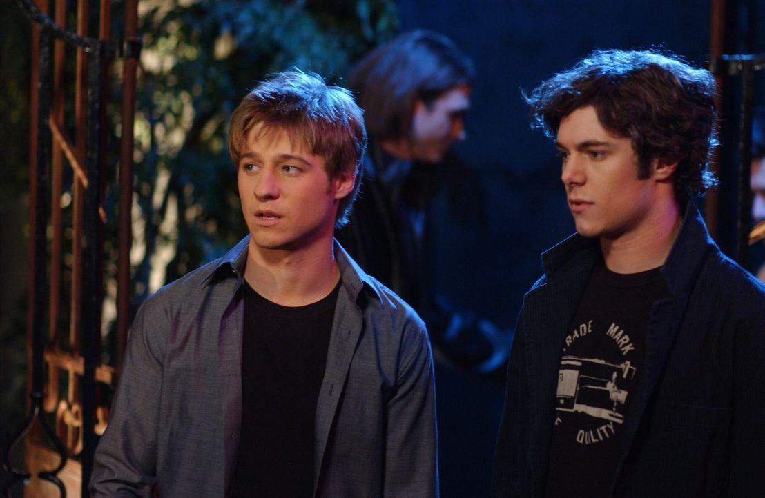 Grady Bridges, Star von 'The Valley' und Summers Lieblinsschauspieler, lädt sie und Marissa zu einer Party nach L.A. ein. Ryan (Benjamin McKenzie,... - Bildquelle: Warner Bros. Television