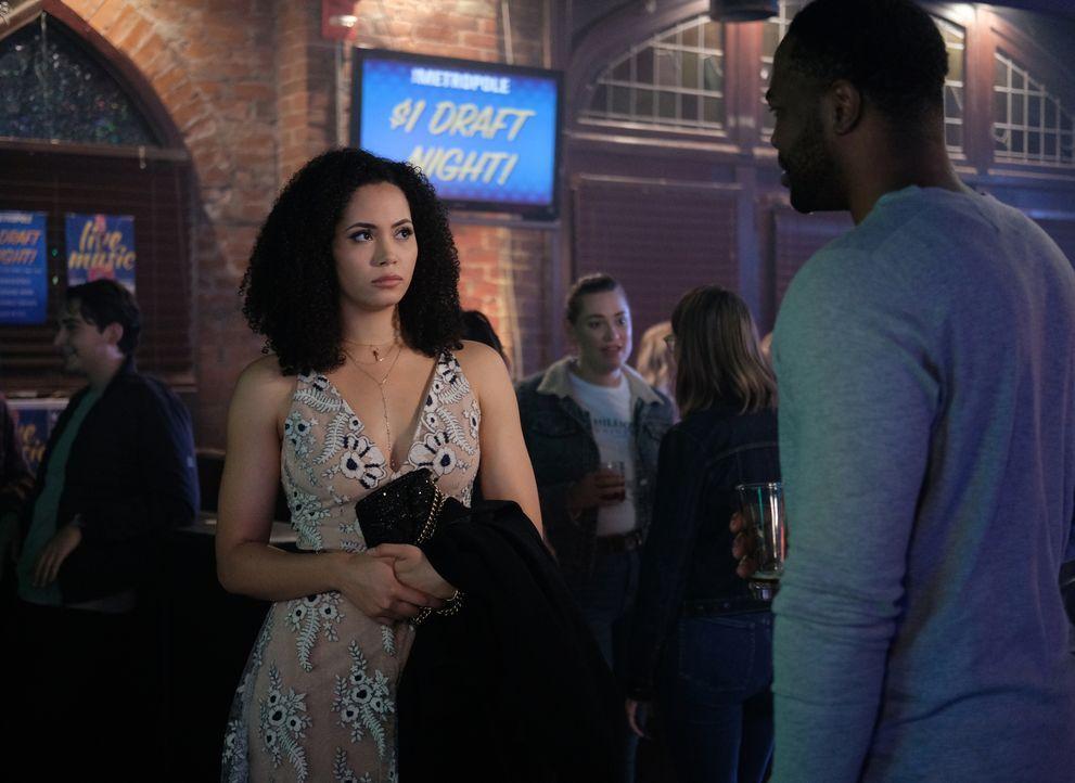 Macy Vaughn (Madeleine Mantock, l.); Galvin Burdette (Ser'Darius Blain, r.) - Bildquelle: Robert Falconer 2018 The CW Network, LLC. All Rights Reserved. / Robert Falconer