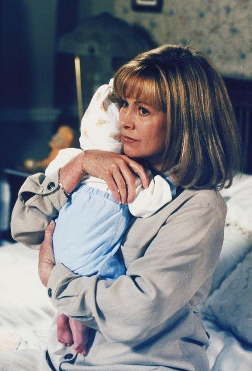 Nachdem Eric den Verdacht geäußert hat, er könnte bald gefeuert werden, macht sich Annie (Catherine Hicks) große Sorgen ... - Bildquelle: The WB Television Network