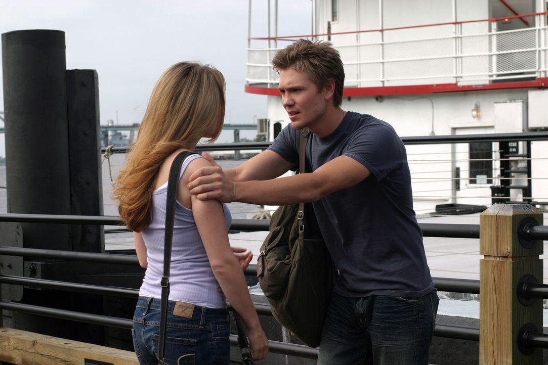 Lucas (Chad Michael Murray, r.) versucht alles, um Haley (Bethany Joy Galeotti, l.) zur Vernunft zu bringen ... - Bildquelle: Warner Bros. Pictures